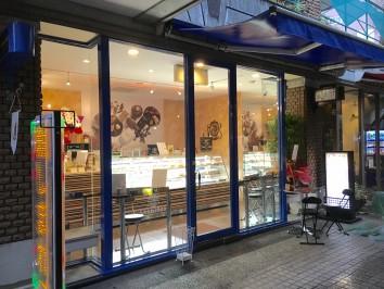 レオニダス熊本シャワー通り店営業再開しております。